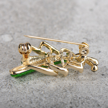 Madrry Wild Mantis Insect Brooches For Women Men Kids Alloy Metal Green Smooth Enamel Polish Broche Sweater Pin Up Bijoux 57004